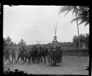 Kaivakuku figure and children.
